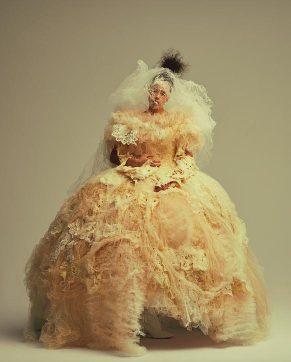 修復したドレスを大切に着続けるお姫様